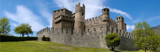 Castello_Fenis_-_Valle_d_Aosta-100 (1)